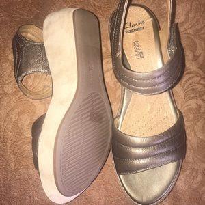 NWOT Clarks pewter wedge sandal     8 1/2